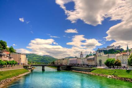 תצפית פנורמית על העיר זלצבורג שבאוסטריה